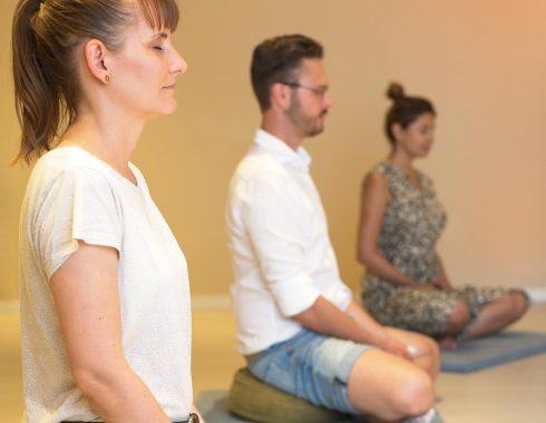 Kadampabuddhalaisia meditoimassa